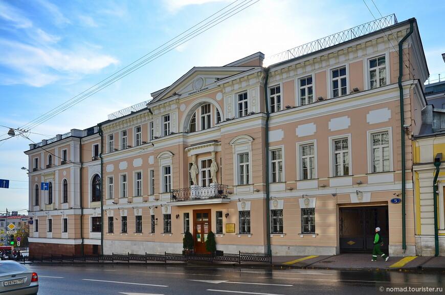 Дом архитектора Е.Д. Тюрина, ныне - галерея Шилова, ул. Знаменка, 5
