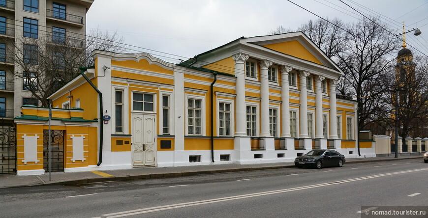 Главный дом усадьбы Черкасской - Баскакова Б. Никитская ул., д. 44 стр. 2
