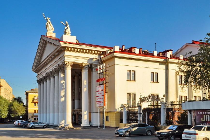 05. Здесь же, на Площади Павших Бойцов находится экспериментальный театр.