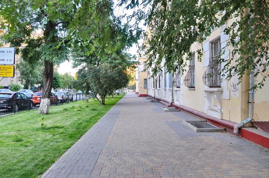 15. Спокойные, тихие улицы центра Волгограда. По ним очень приятно прогуляться вечером.