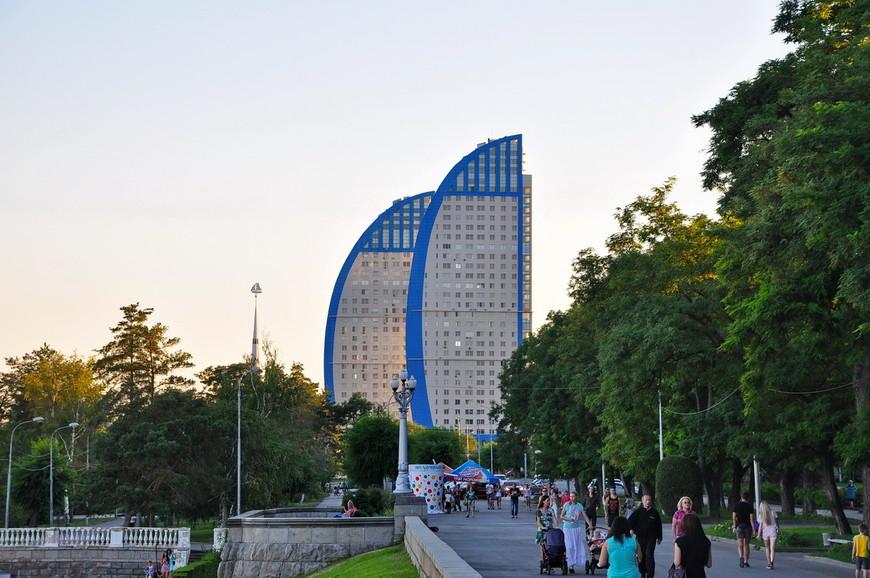 24. Современный жилой комплекс «Волжские Паруса», одно из зданий является небоскребом (единственным в городе).