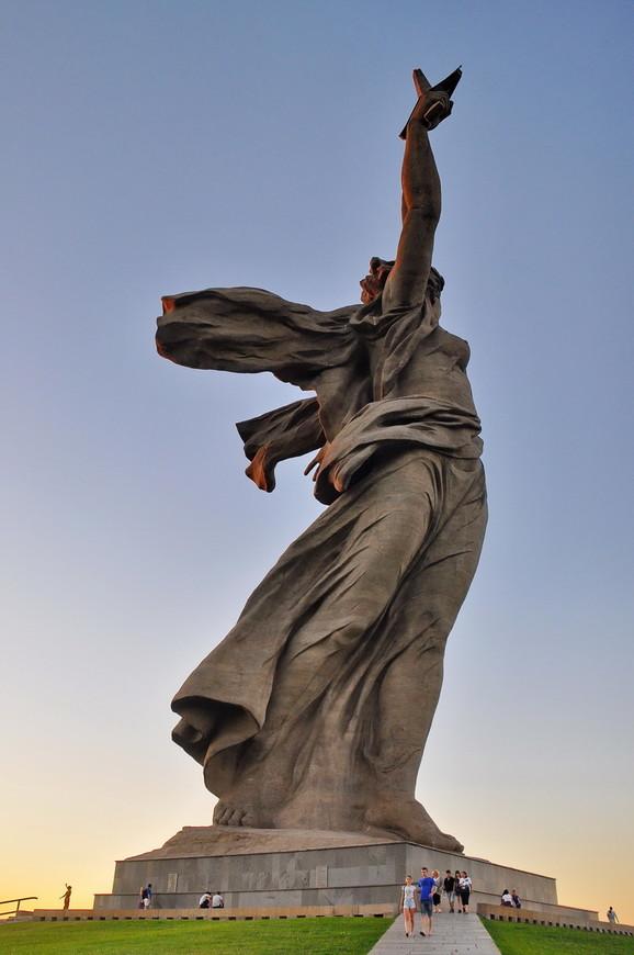 36. В этот раз решил зайти сзади и посмотреть на «крылья» статуи по совету туристеровцев.