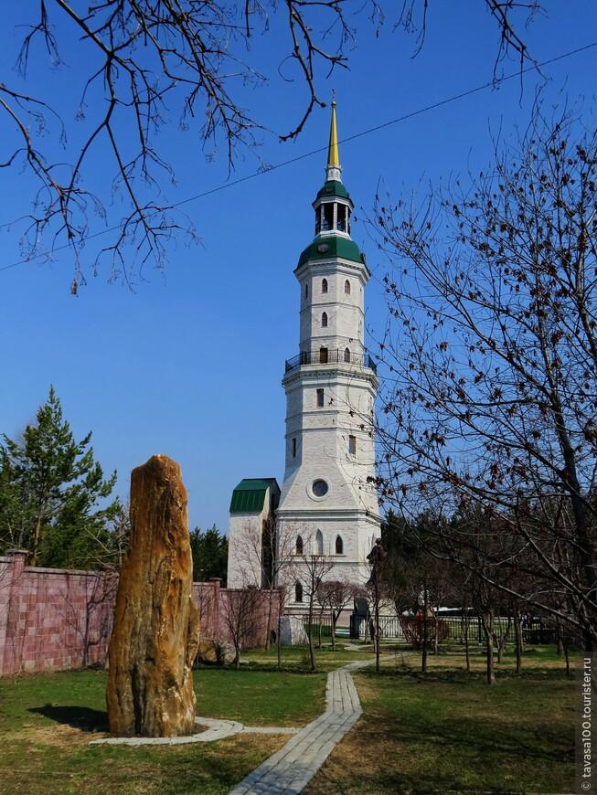 Башня-колокольня с часовней Святителя Иоанна Златоуста.                      . Главные достопримечательности города тесно связаны с именем Святителя Иоанна Златоуста, и одной из них является знаменитая башня-колокольня с часовней. Ее строительство было приурочено к 1600-летия прославления вселенского Святителя и продлилось менее 200 дней, что является абсолютным рекордом. Высота колокольни составляет немногим более 50 метров, а на высоте 36 метров расположена площадка, с которой открывается прекрасная панорама окрестностей.