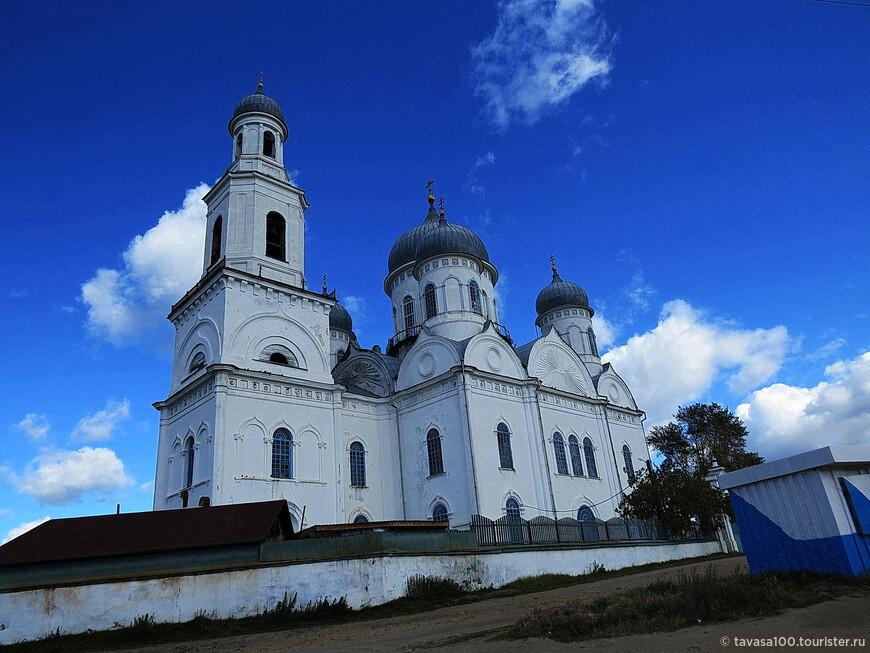 Церковь Вознесения Господня в городе Касли – это действующий храм, расположенный в центральной части города, в 198 километрах к северо-западу от Челябинска. Он был возведён в 1852 году по проекту архитектора Эрнста Христиана фон Сарториуса в русско-византийском стиле.