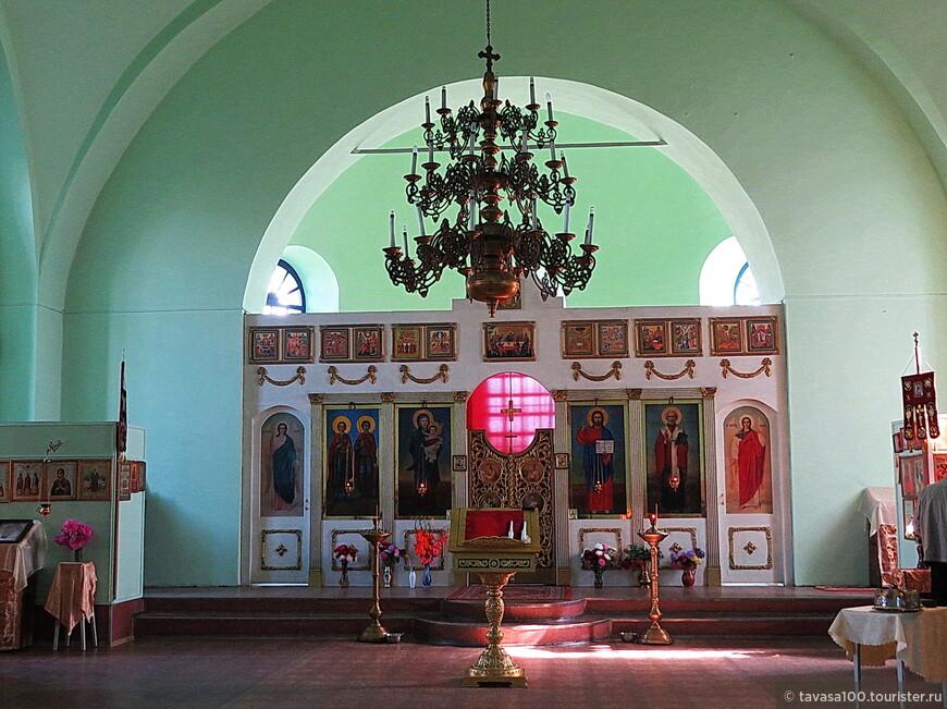 Никольская церковь была возведена в 1861 году. Она представляет собой небольшой кирпичный однокупольный храм с маленькой главкой на «глухом» цилиндрическом барабане. В 1930 году церковь была закрыта и переоборудована под заводской клуб «Победа».