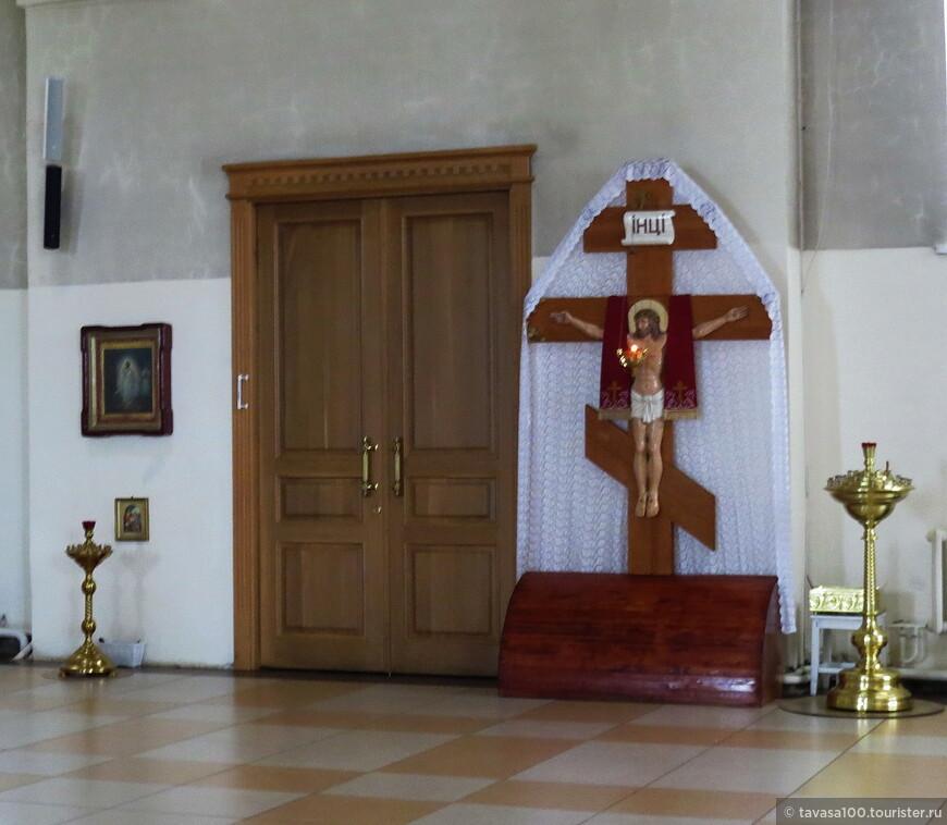 Работы возобновились с новым размахом, и в 2012 году храм был полностью завершен, включая внутреннюю отделку. Вскоре прошла и церемония его освящения.