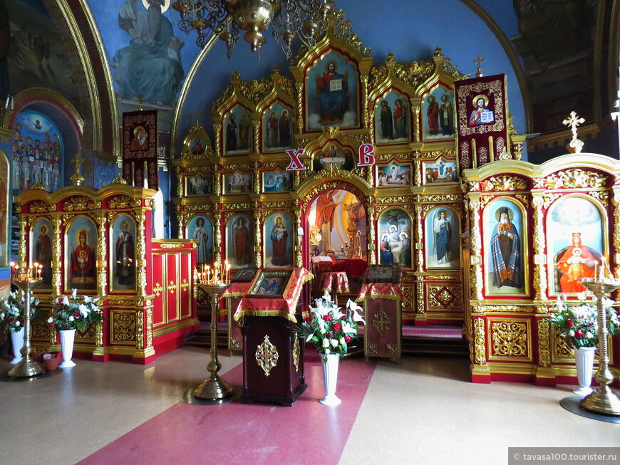 Свято-Троицкая церковь - это кладбищенский храм, построенный на средства местного богатого купечества.