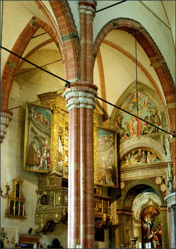 Эффектные стрельчатые арки придают собору  истинно готический дух.