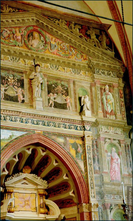 Детали боковых капелл собора.