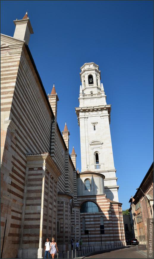 Вид на собор и колокольню со стороны боковых улочек