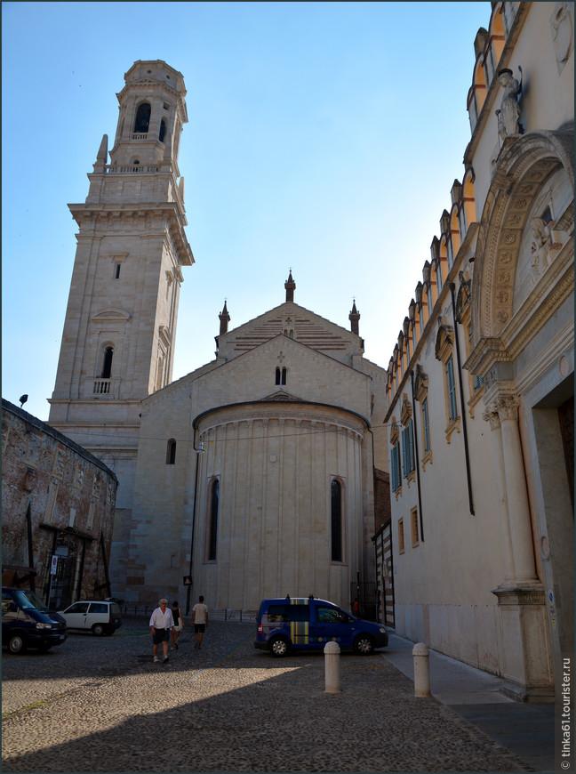 Вид с тыльной стороны собора.