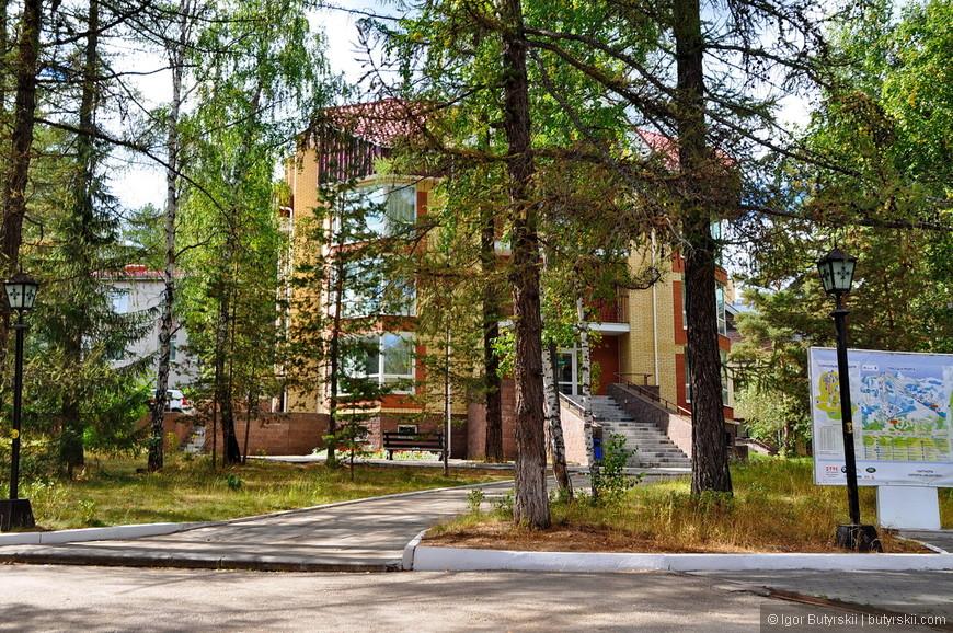 12. В Абзаково много жилых корпусов, с разной ценовой политикой. Такие, небольшие корпуса, дороже советских.