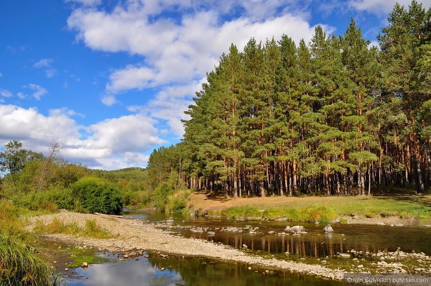 28. Природа – вот что привлекает сюда отдыхающих. Горные речки протекающие в горах Урала.