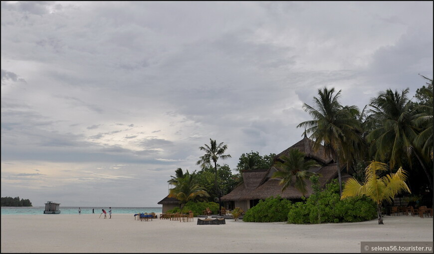Пляжи  здесь  широкие, красивые. Но, риф  менее интересен,чем на  Ангсане.