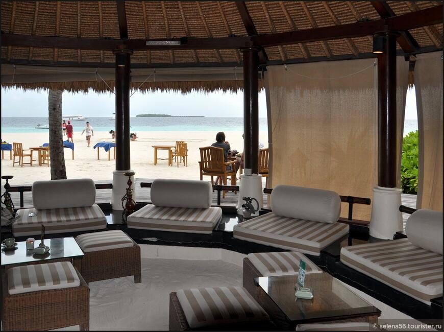В баре на пляже.