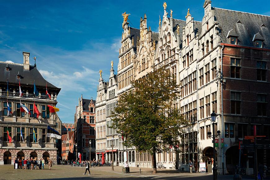 Антверпен, дома гильдий на площади Гроте маркт.