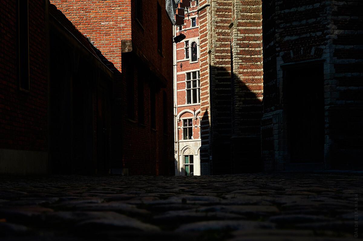 Антверпен, улица 16 века, Бельгия фото