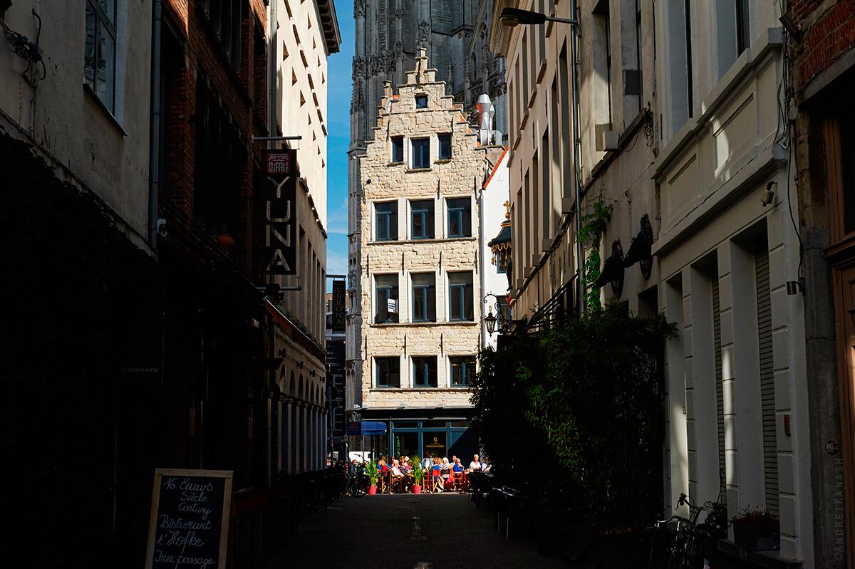 """Антверпен, самый старый ресторан в городе """"Красная шляпа"""", Бельгия фото"""
