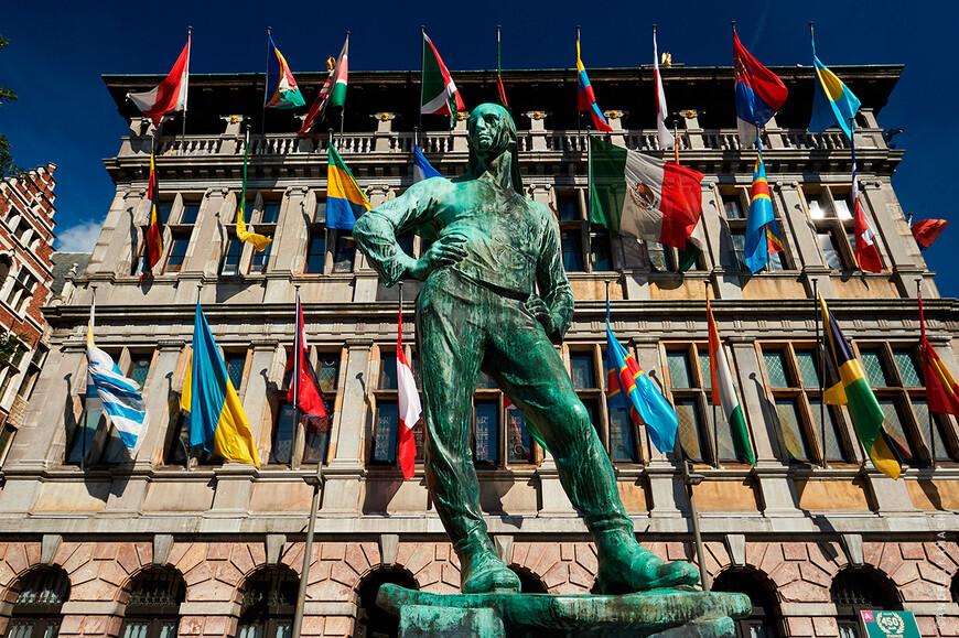 Антверпен, памятнику рабочему Константа Менье