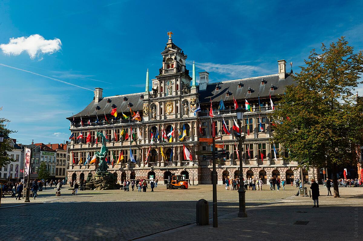Антверпен, ратуша 16 века, Бельгия фото
