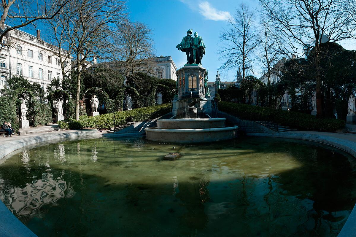 Брюссель, сквер Саблон, памятник графу Эгмонту и адмиралу Горну, Бельгия фото