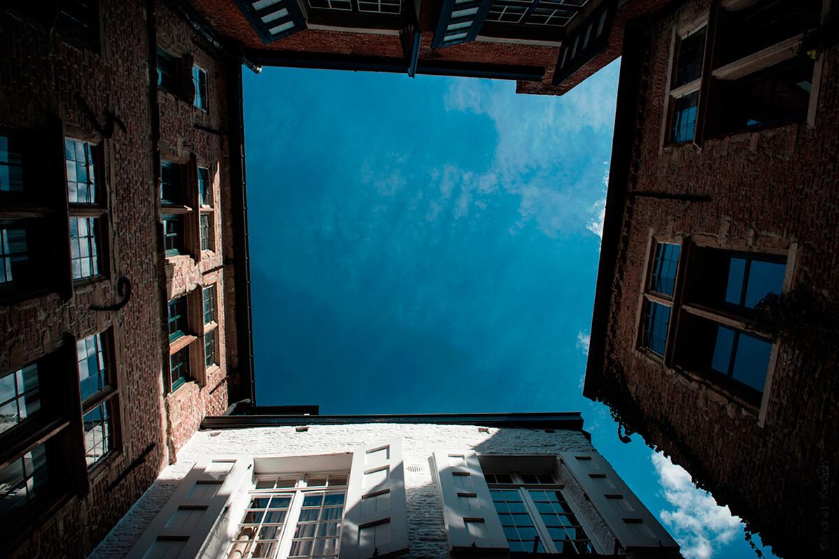 Антверпен, средневековая улица, Бельгия фото