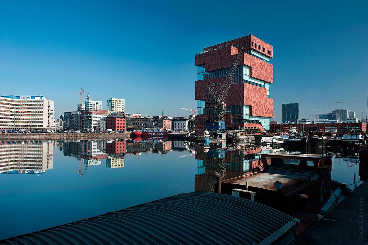 Антверпен, новый музей MAS и последний паровой кран , Бельгия фото