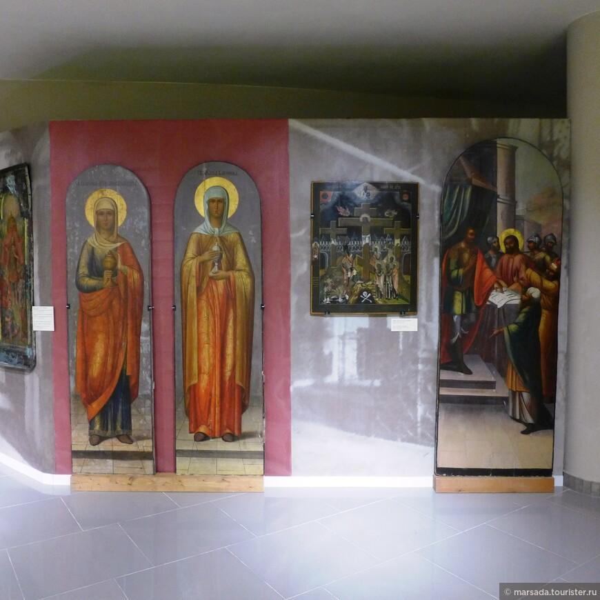 фрагменты иконостасов елизаветинского времени (Голгофа, подземная церковь Константина и Елены), а также изображения собора после частичной перестройки