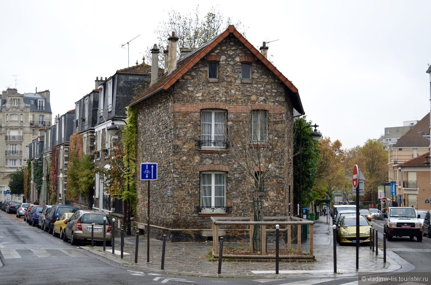 Поселился в отеле в XIII-ом округе и недалеко набрёл на такой игрушечный квартал между улицами Moulin des Pres и Ernest et Henri Rousselle. Очень уютное местечко в не совсем ярком на достопримечательности округе.