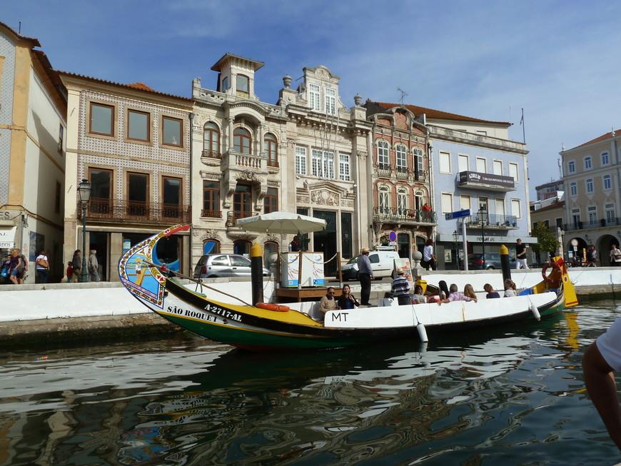 Вновь город возродился в начале 19 века: был прорыт новый канал, соединивший лагуну с морем. Авейру заявил вновь о себе успешной торговлей рисом и солью. Правда, крупным портом Авейру больше не стал. http://otpusk21.ru/puteshestvie-v-portugaliyu/aveyru-venetsiya-portugalii