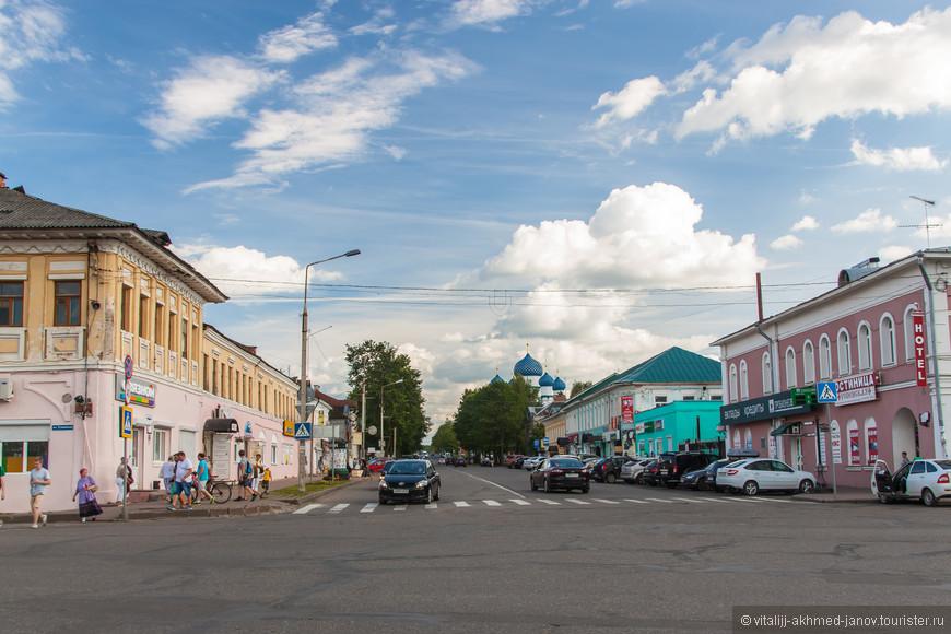 По Ростовской улице до Богоявленского собора.