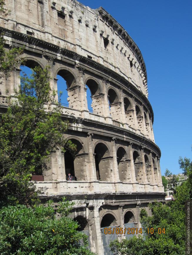 В Риме были два полных дня, по городу перемещались на туристическом автобусе.