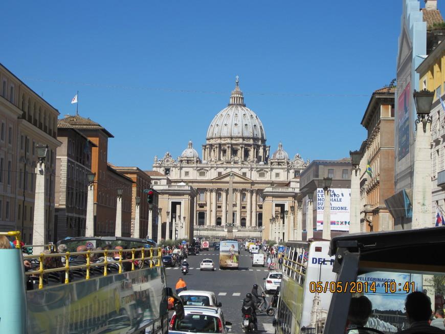 Подъезжаем к Ватикану. Собор Святого Петра.