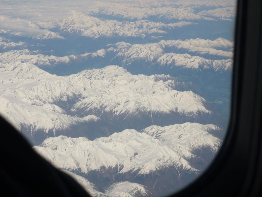 Летим в Рим, под нами Альпы.