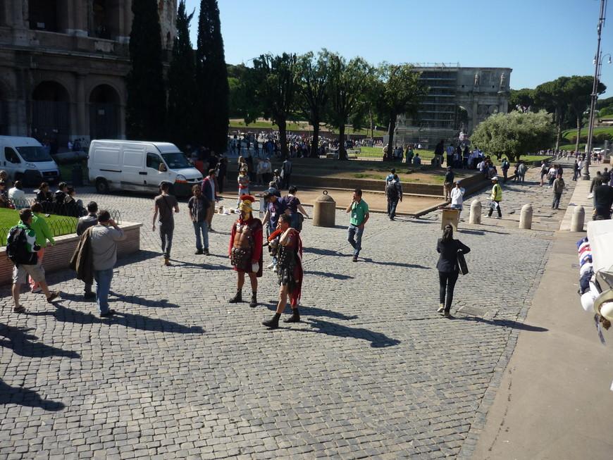 Гладиаторы до сих пор живут в Риме и такие упитанные.