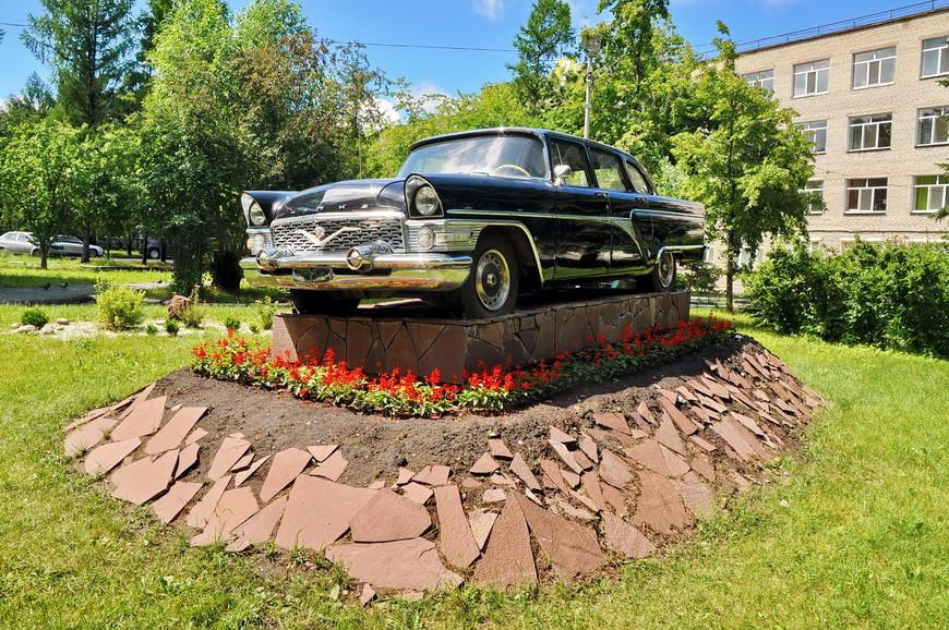 16. А это ГАЗ-13 «Чайка» которую предоставили в пользование Илизарову в 1981 году. Такие машины всегда использовались высшими руководителями страны (например министрами).
