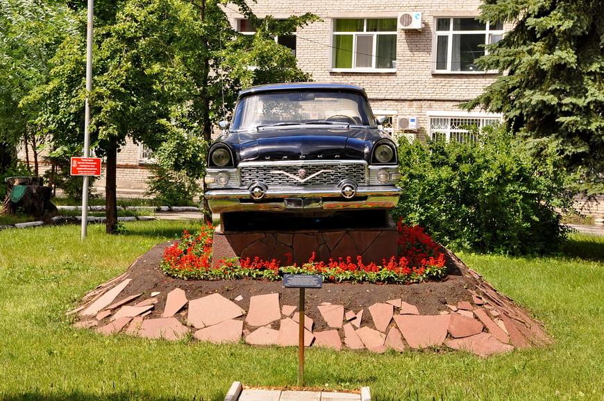 18. В 2012 году автомобиль был установлен на пьедестал и стал памятником.