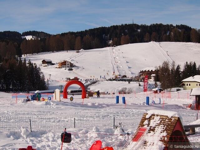Лыжные трассы, обычно здесь проводятся детские соревнования (участники Монте Пана и не только).