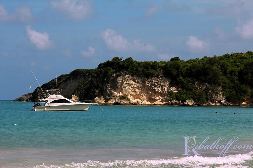 Яхта Фортуна на Диком пляже Макао