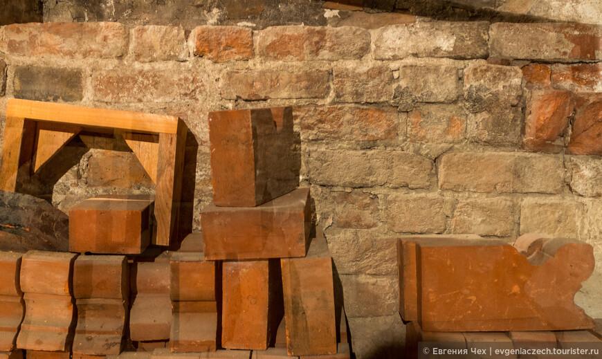 В производстве кирпича Любек достиг уже в раннем средневековье совершенства. Кирпичи изготавливались различнейших форм и цветов