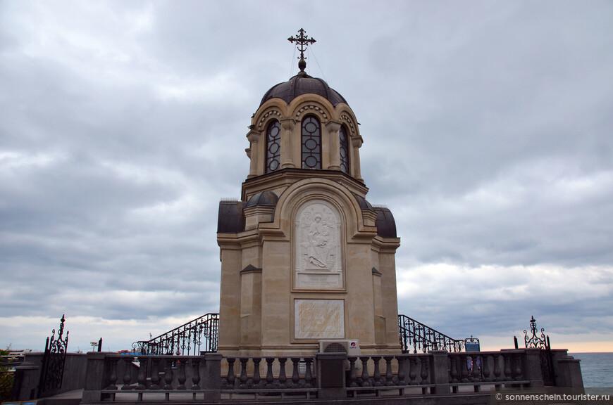 В 1875 году была построена Лозово-Севастопольская железная дорога, которая наконец-то соединила Москву и Симферополь. Из Одессы можно было плыть пароходом. От железнодорожных станций до места отдыха (в Ялте, Евпатории, Феодосии, Керчи) тоже чаще всего добирались морем.