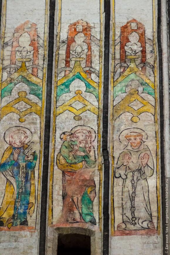 Замазанные протестантами, католические росписи снова украшают церковь