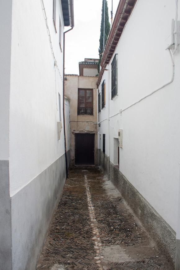 Тупичок с входом в один дом.