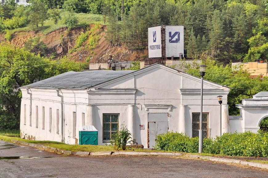 02. Старые здания Каменского чугунолитейного завода.