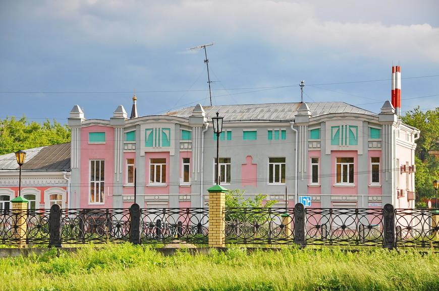 12. В городе много интересных зданий, со своей историей, но я как всегда не прочитал ее до поездки.