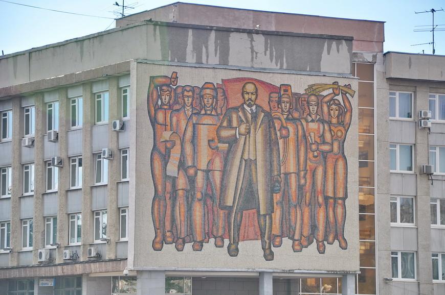 20. Как постер для фильма про будущее «Ленин возвращается».