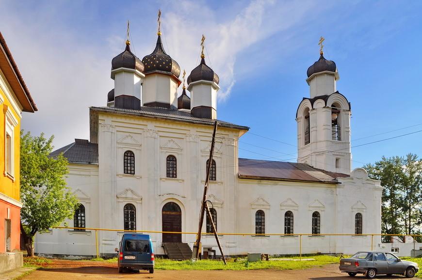 23. На возвышенности, в центре города, находится Преображенский монастырь.