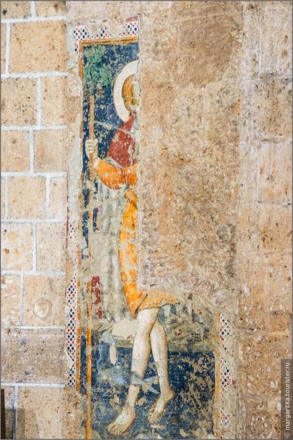 на меня эти не отреставрированные фрески произвели более сильное впечатление, чем  расписанные храмы
