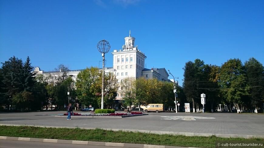 Есть у нас своя Спасская башня, правда, уже без курантов (видимо, квартиранты жаловались на громкий бой).