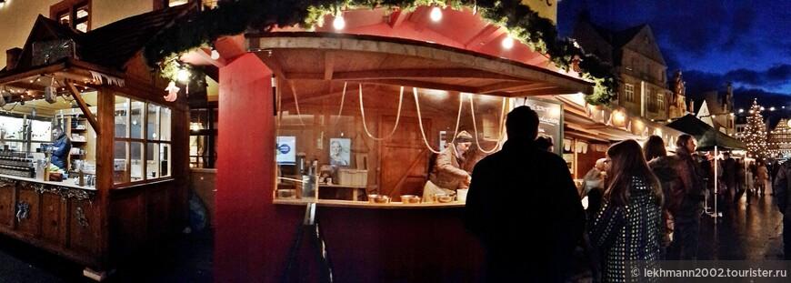 Настроение на рождественском базаре не поддаётся описанию. Воссторг, умиление, радость, восхищение...